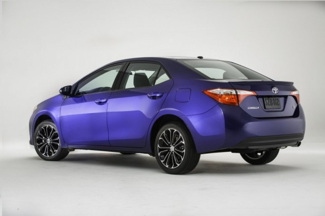 2014 Honda Civic vs 2014 Toyota Corolla Honda rear side