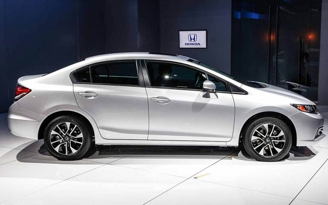 2014 Honda Civic vs 2014 Toyota Corolla side