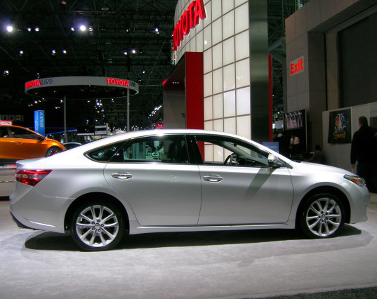 2014 Toyota Avalon side