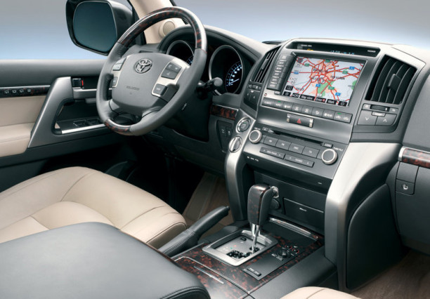 2015 Toyota  Land Cruiser V8 interior