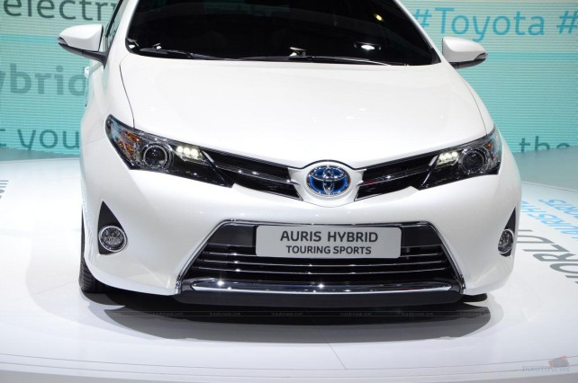 2015 Toyota Auris Touring Sports Hybrid front grill