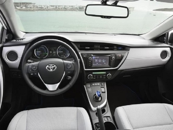 2015 Toyota Auris Touring Sports Hybrid interior