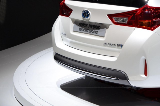 2015 Toyota Auris Touring Sports Hybrid rear light