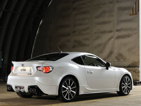 2015 Toyota GT 86 Coupe rear side
