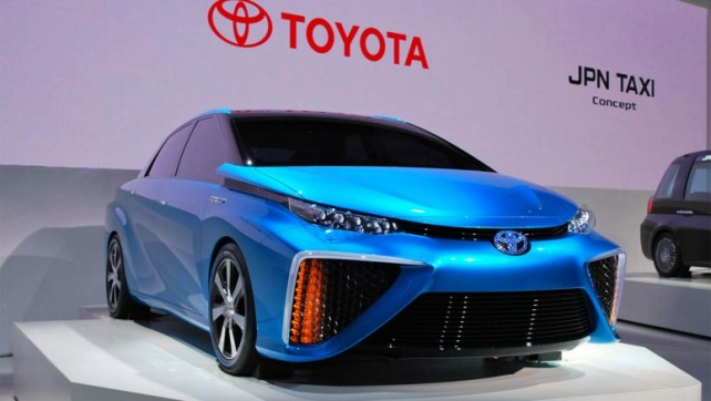 Toyota 2015 Cell Hydrogen Car