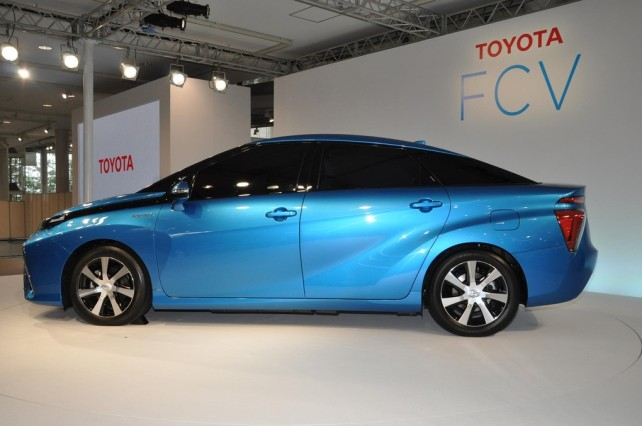 toyota-fcv-hydrogen-2015-left-side