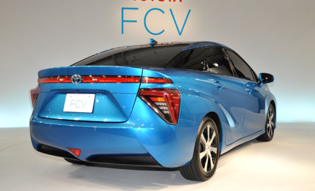 toyota-fcv-hydrogen-2015-version-rear