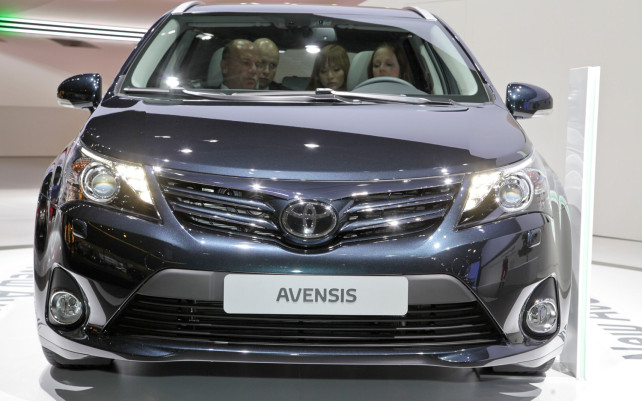 2014 Toyota Avensis 2.0 D-4D Sol front grill