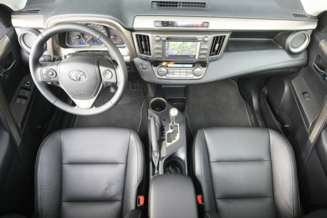 2014 Toyota RAV4 2.2 D-CAT interior