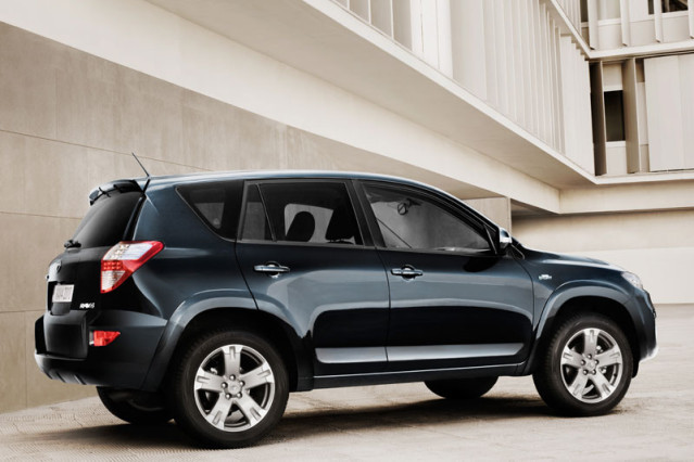 2014 Toyota RAV4 2.2 D-CAT side
