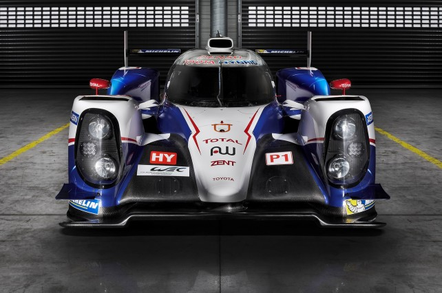 2015 Nissan GT-R vs Toyota TS040 Hybrid front side