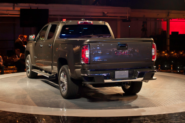 2015 GMC Canyon VS 2015 Toyota Tacoma rear