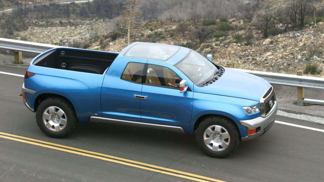 2016 Toyota Hilux cargo space