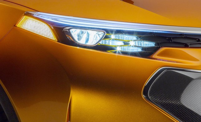 2014 Toyota Furia front light