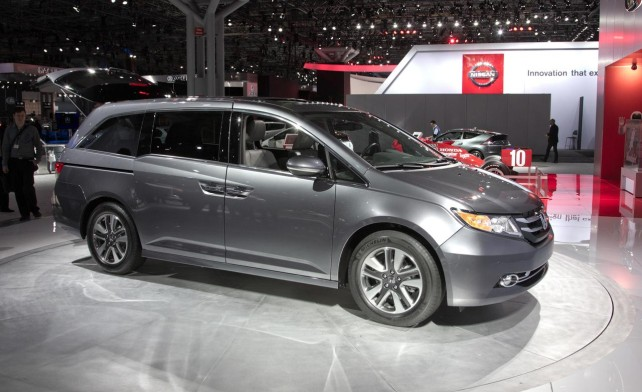 2014 toyota sienna vs 2014 honda odyssey. Black Bedroom Furniture Sets. Home Design Ideas