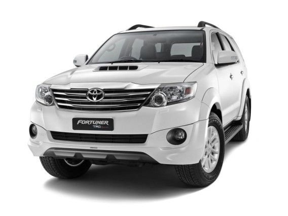 2015 Toyota Fortuner SUV front grill
