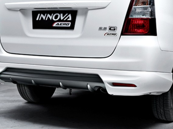 2015 Toyota Innova rear side