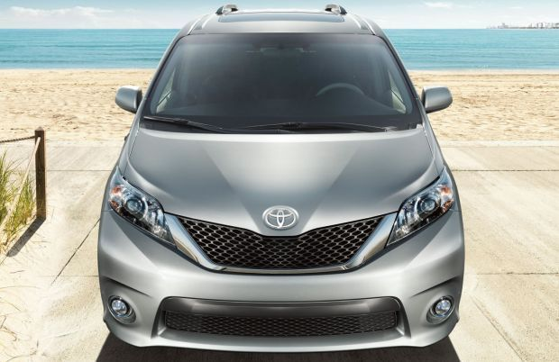2015 Toyota Sienna front grill