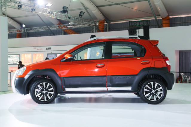 2014 Toyota Etios Cross side