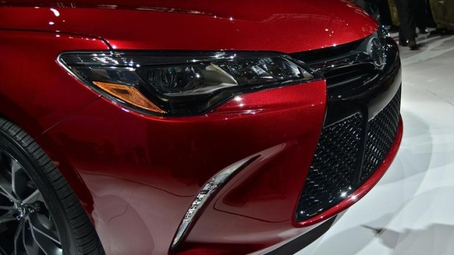 2015 Toyota Camry front light