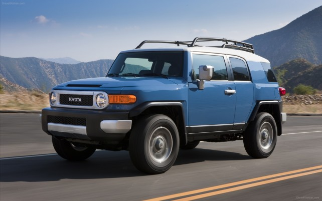 2015 Toyota FJ SUV front side