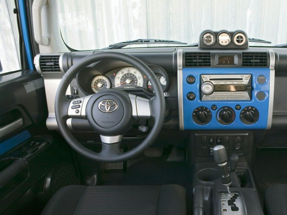 2015 Toyota FJ SUV steering wheel