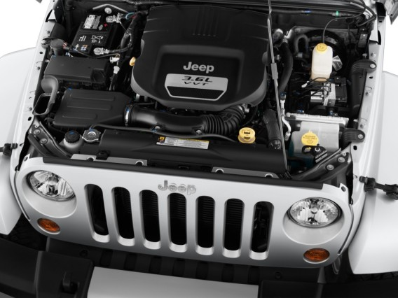 2014 Jeep Wrangler Unlimited vs Toyota 4Runner TRD Pro engine