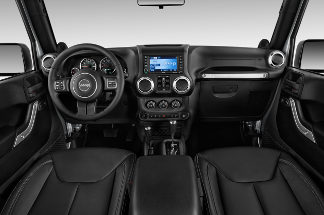 2014 Jeep Wrangler Unlimited vs Toyota 4Runner TRD Pro jeep interior