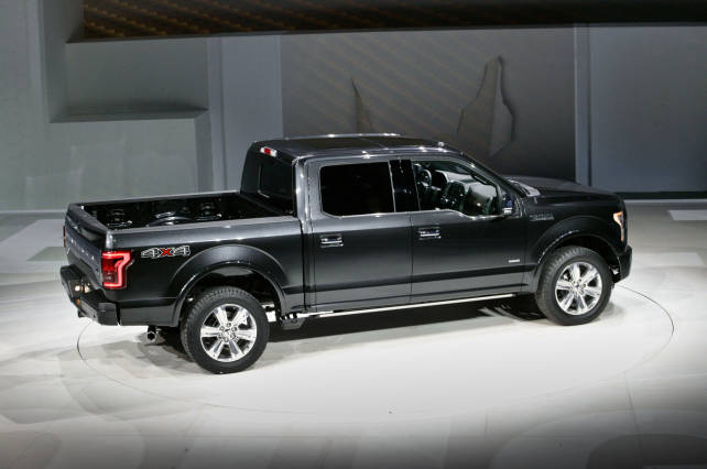 2015 Ford F-150 VS 2015 Toyota Tundra ford f150 rear
