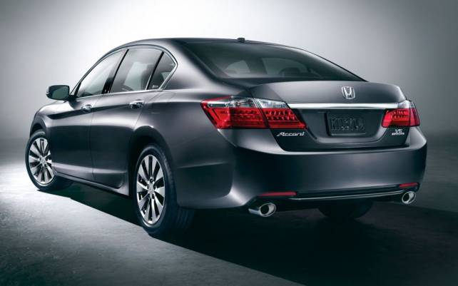 2015 Honda Accord vs Toyota Camry honda rear