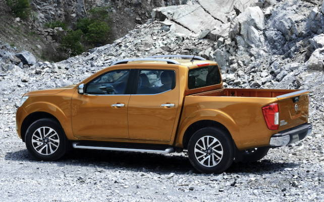 2015 nissan frontier vs toyota tacoma trucks compare. Black Bedroom Furniture Sets. Home Design Ideas