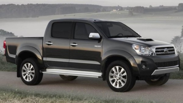 2015 Nissan Frontier vs Toyota Tacoma side