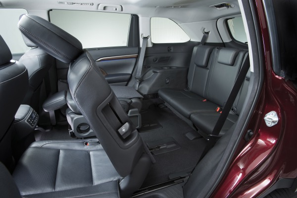 2015 Toyota Highlander Hybrid Limited rear seats