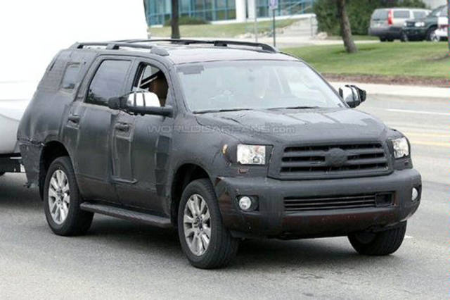 2016 Toyota Sequoia  spy