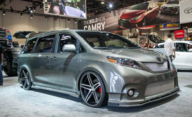 2016 Toyota Sienna DUB Edition front