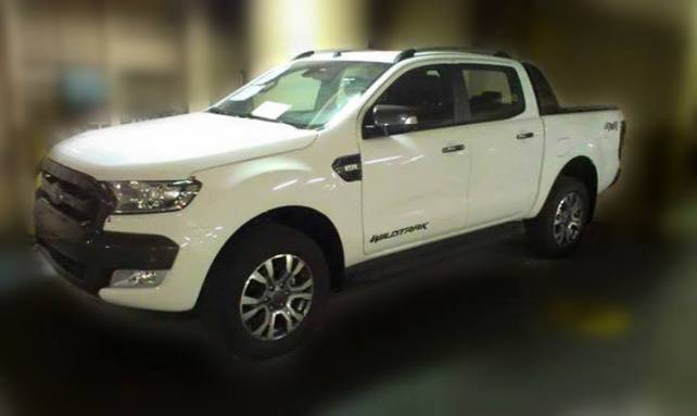 2015 Ford Ranger vs. 2015 Toyota Hilux  front side