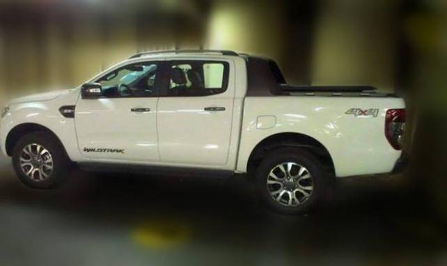 2015 Ford Ranger vs. 2015 Toyota Hilux  side ford