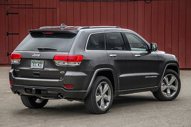 2015 Toyota 4runner vs. 2015 Jeep Grand Cherokee rear