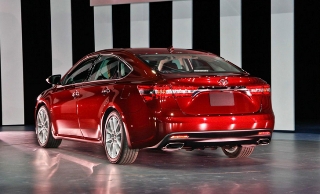 2015 Toyota Avalon hybrid rear side