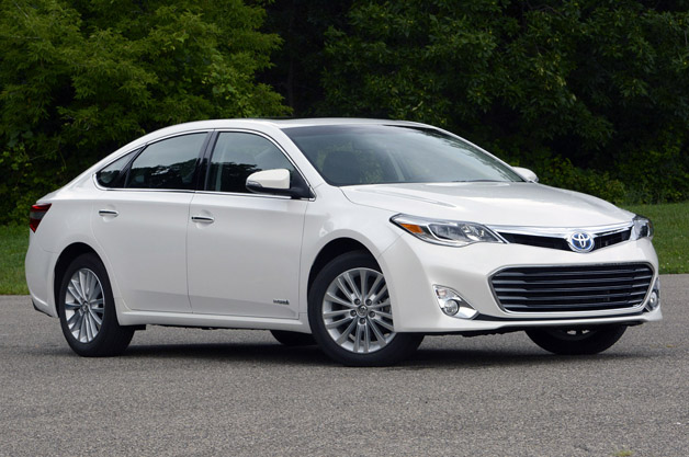 2015 Toyota Avalon hybrid side