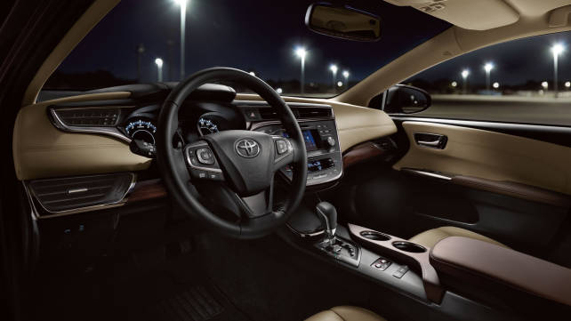 2015 Toyota Avalon vs. 2015 Chevrolet Impala interior