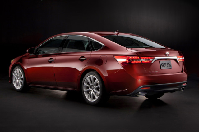 2015 Toyota Avalon vs. 2015 Chevrolet Impala rear