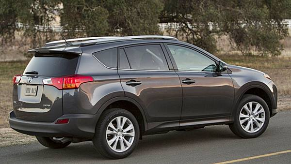 Toyota-Rav4-2015-Review_rear