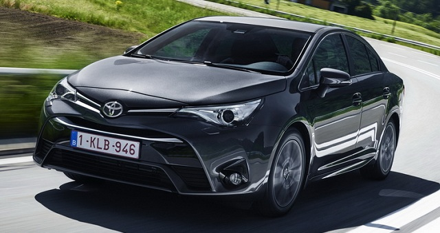 2017-toyota-avensis-front