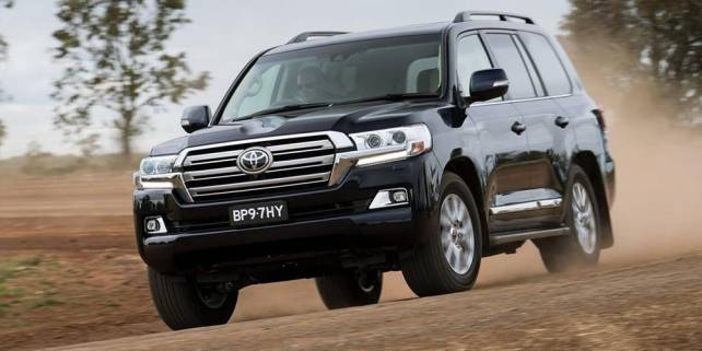 2017-toyota-land-cruiser-front