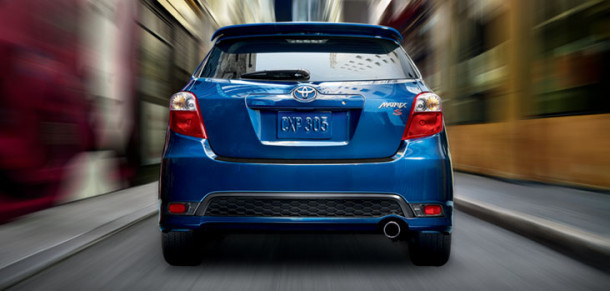 2017-toyota-matrix-back