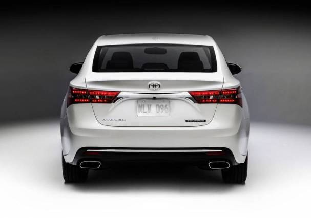 toyota-avalon-2017-back