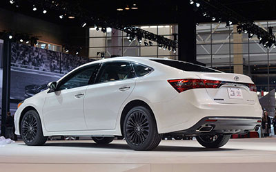 2018-Toyota-Avalon-back