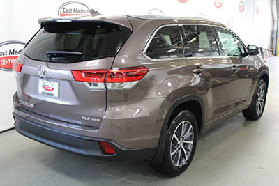 2018-Toyota-Highlander-back